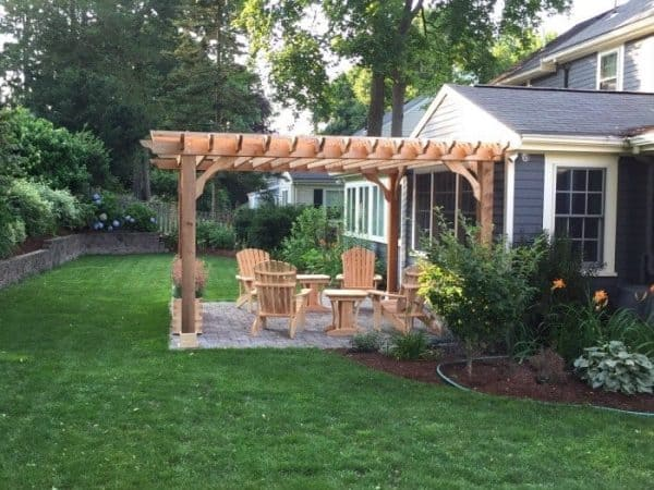Freestanding yard pergola